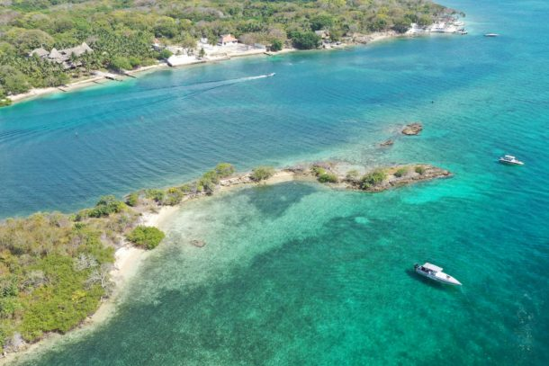 Overview of boats and shore line of Rosario Islands in Columbia