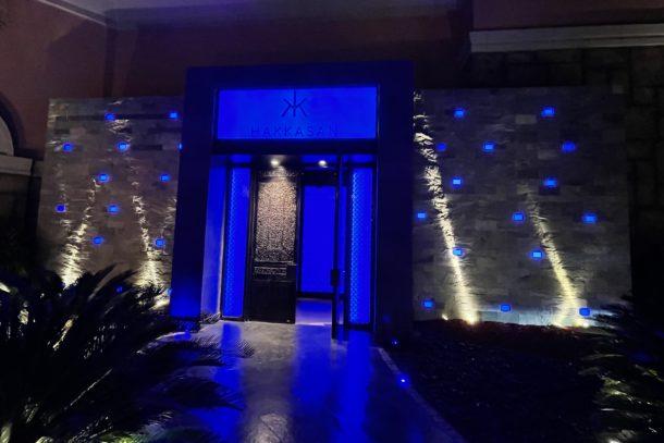 Vibrant blue lights around the sign of the restaurant Hakkasan in Dubai